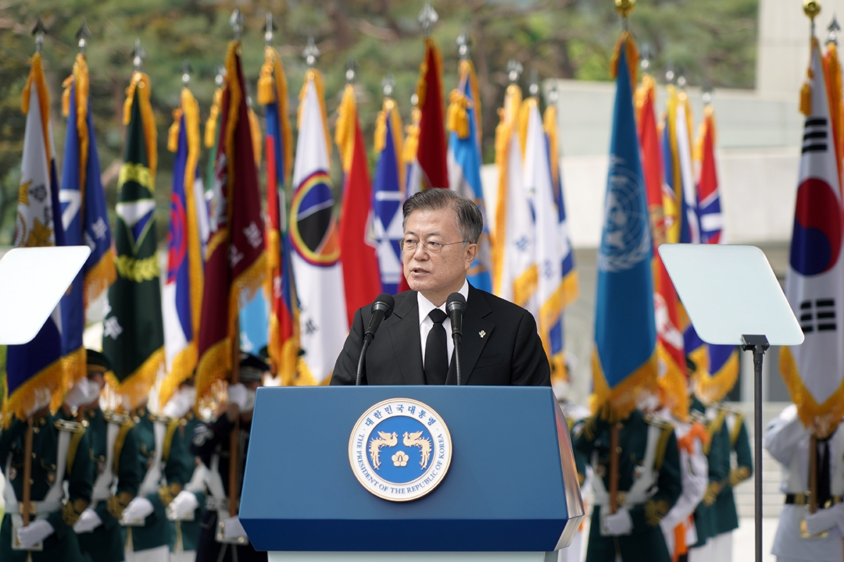 문 대통령은 6일 국립서울현충원에서 열린 `제66회 현충일 추념식`에 참석했다. (청와대 제공)