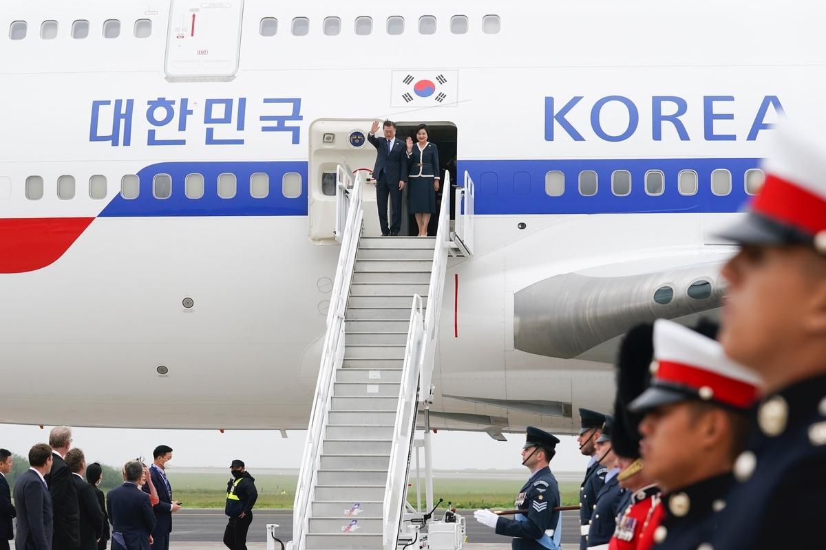 문 대통령이 G7 정상회의 참석을 위해 11일 영국 콘월에 도착했다. (청와대 제공)