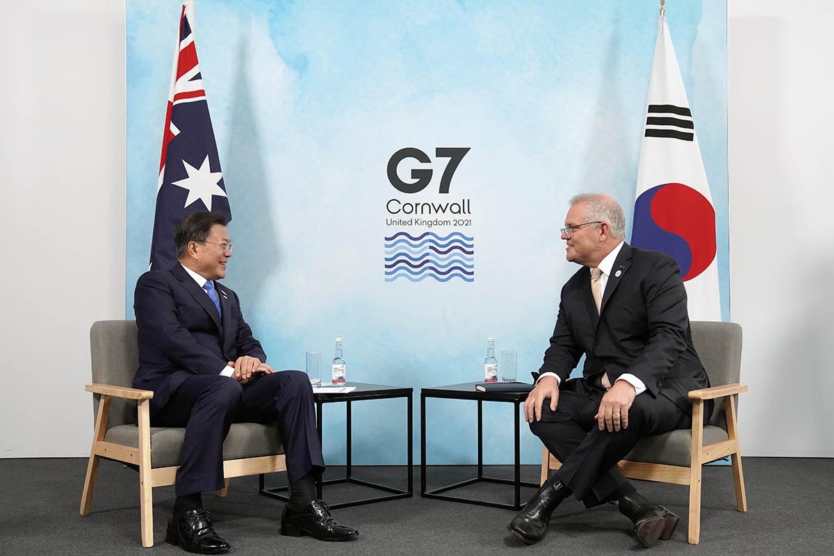 G7 정상회의 참석을 위해 영국 콘월을 방문 중인 문 대통령은 현지시간 12일 오전 10시 스콧 모리슨 호주 총리와 정상회담을 가졌다. (청와대 제공)