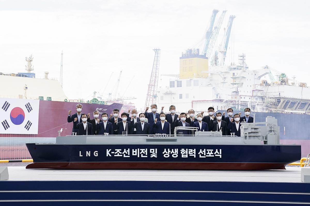 문 대통령은 9일 오후 삼성중공업 거제조선소에서 열린 `K-조선 비전 및 상생 협력 선포식`에 참석했다. (청와대 제공)